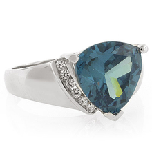 Alexandrite Ring Big Trillion Cut Stone Green to Blue Color Change