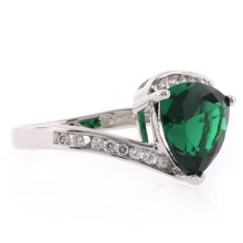 Gorgeous Trillion Cut Green Emerald Silver Ring
