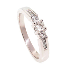 Beautiful 14K White Gold Diamond Ring
